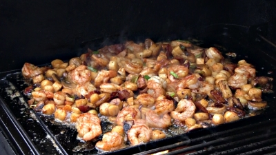 SmokingPit.com - Cajun Shrimp & Bay Scallops with a cajun butter sauce and mushrooms. Griddle cooked on a Yoder YS640 Pellet grill. Cooking the seafood.